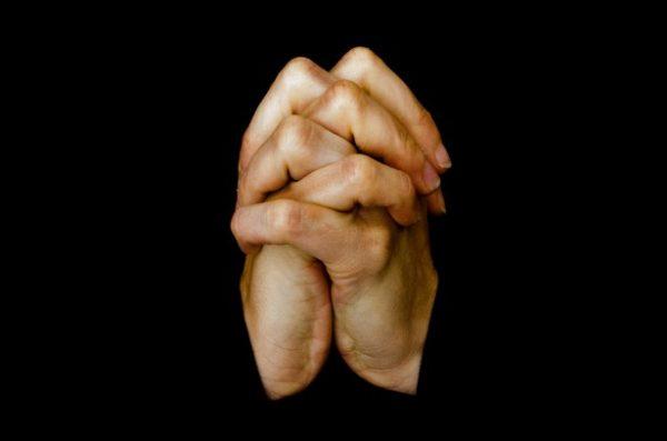 La oración entra en crisis